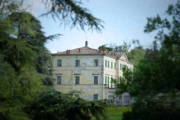 Hunting Palace in Carrega's woods